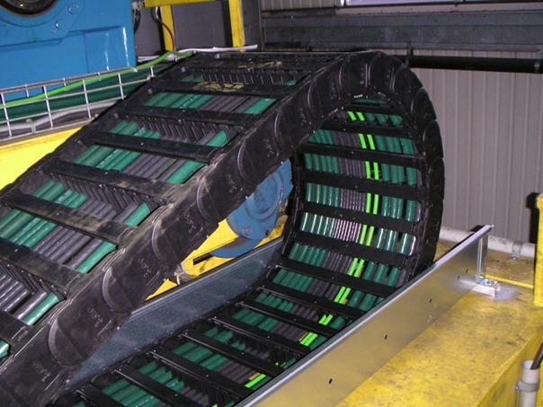 sistema eléctrico de grúa con cables flexibles chainflex y cadena portacables de igus