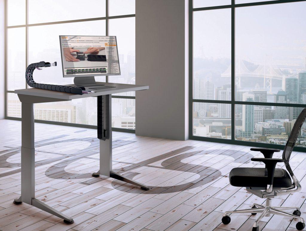 Cables ordenados en el escritorio con la cadena ZF14 de igus